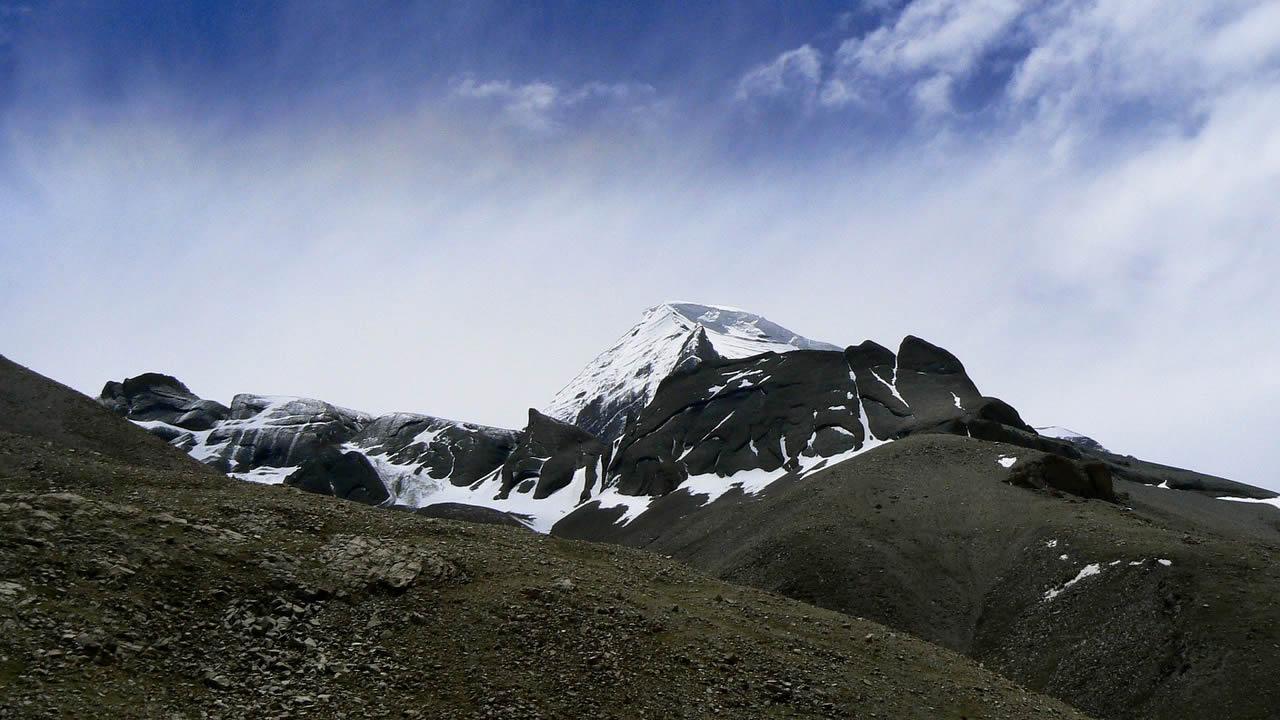Hallan enormes rasgaduras en el manto de la Tierra bajo el Tíbet