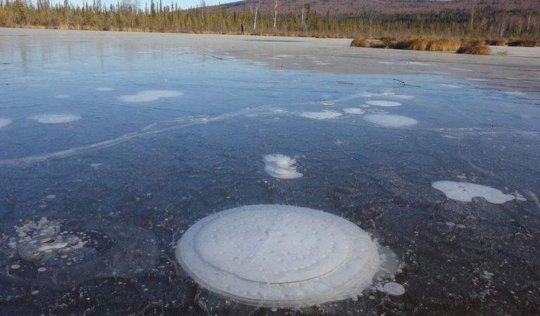 Lagos están acelerando el derritiendo del permafrost ártico, causando un peligroso efecto