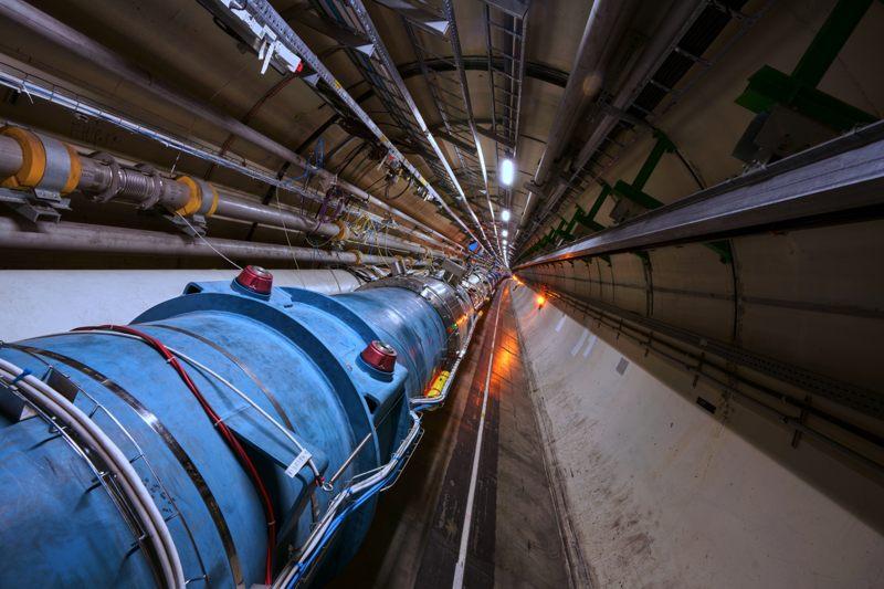 Durante la prueba, los operadores del LHC inyectaron «átomos» de plomo que contenían un solo electrón