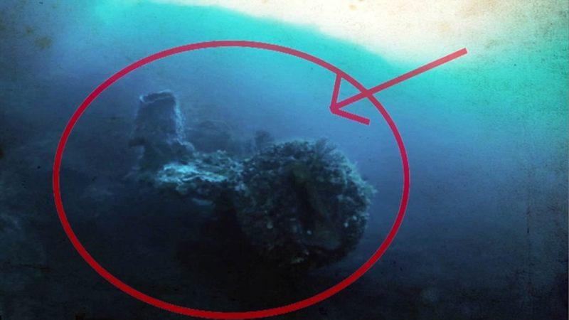 Las estructuras horizontales de cilindro sobresalen de esta gran característica de domo en el centro del sitio. Los geofísicos del equipo informan que el coral que cubre estas estructuras parece tener más de 5000 años.