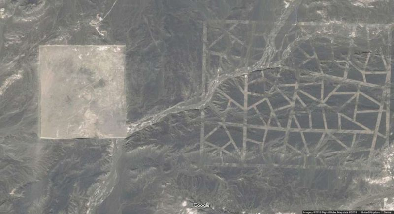 Otra estructura abandonada en el desierto de Gobi.