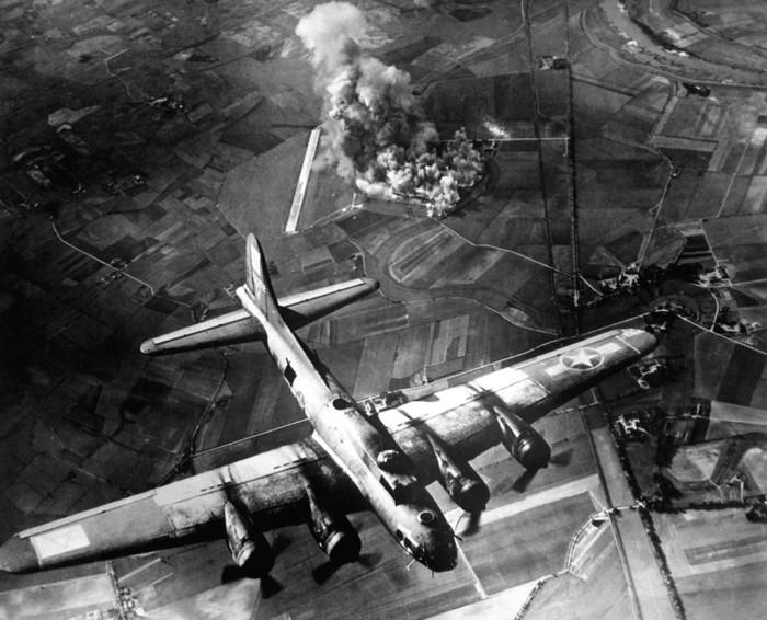 Bombardeo de una fábrica en Marienburg, Alemania, el 9 de octubre de 1943