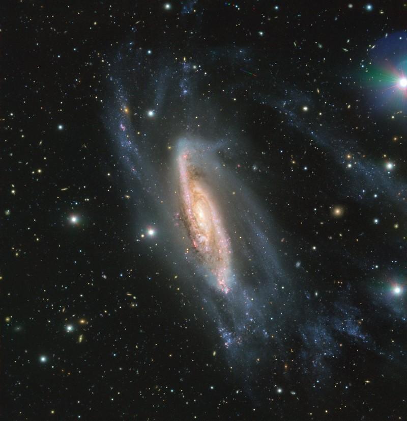 FORS2, un instrumento montado en el Very Large Telescope de ESO capturó la galaxia espiral NGC 3981 en todo su esplendor