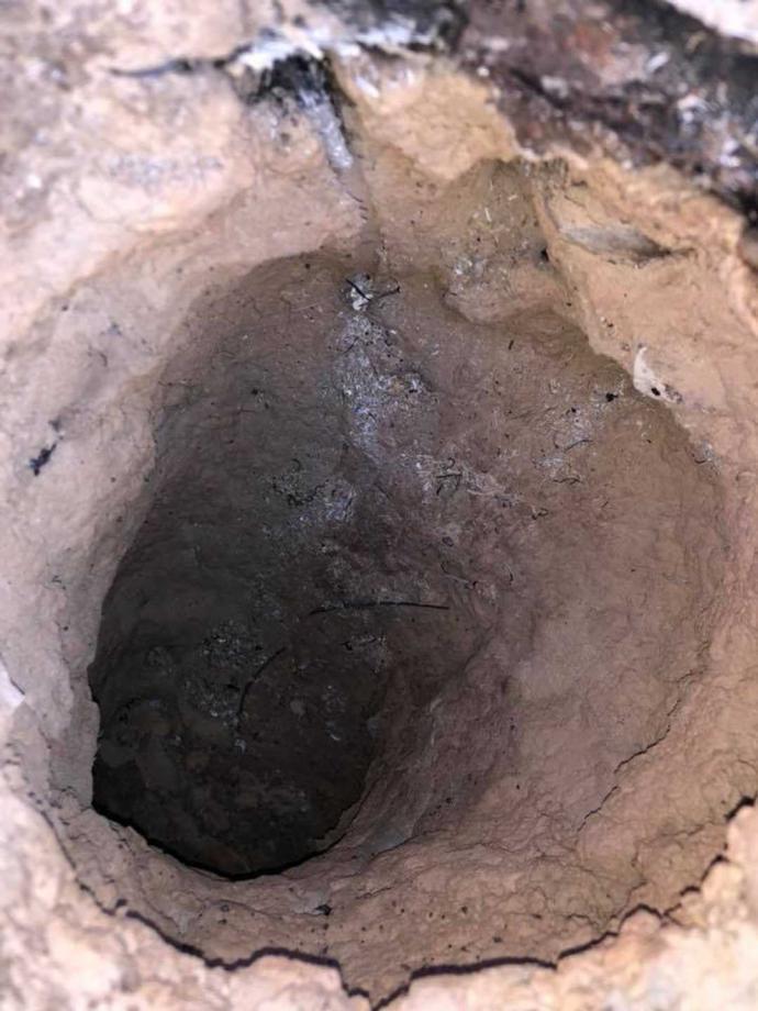 El interior del agujero muestra un extraño giro en 45 grados en la parte inferior.