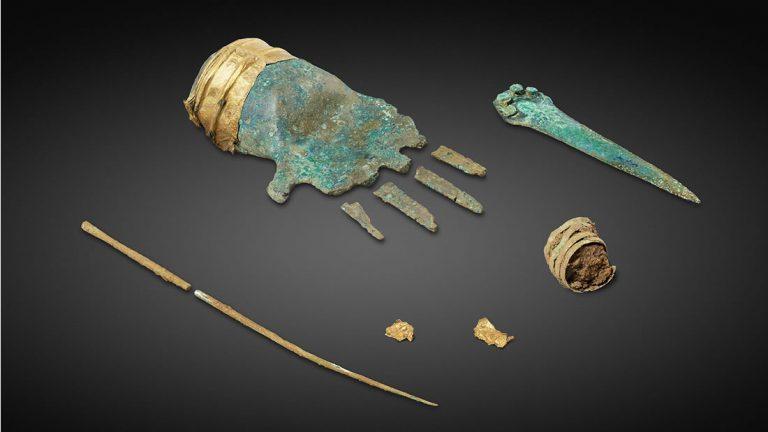Arqueólogos hallan una impresionante mano de bronce de 3.500 años de antigüedad