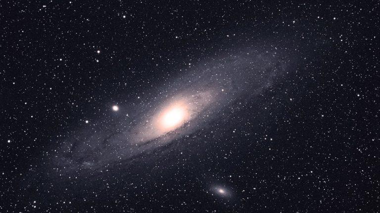 Cosmólogos usan fotónica para buscar signos de vida alienígena en Andrómeda