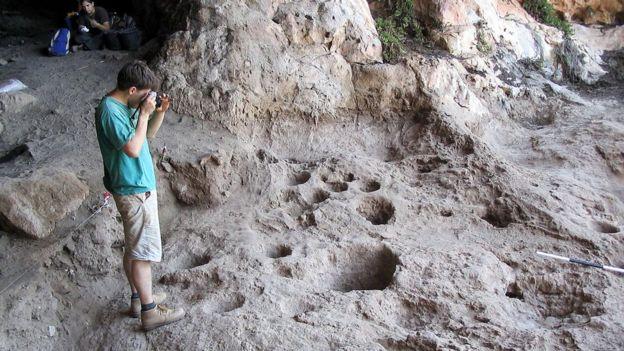 Morteros hallados en la cueva Raqefet en las montañas de Carmel, el norte de Israel