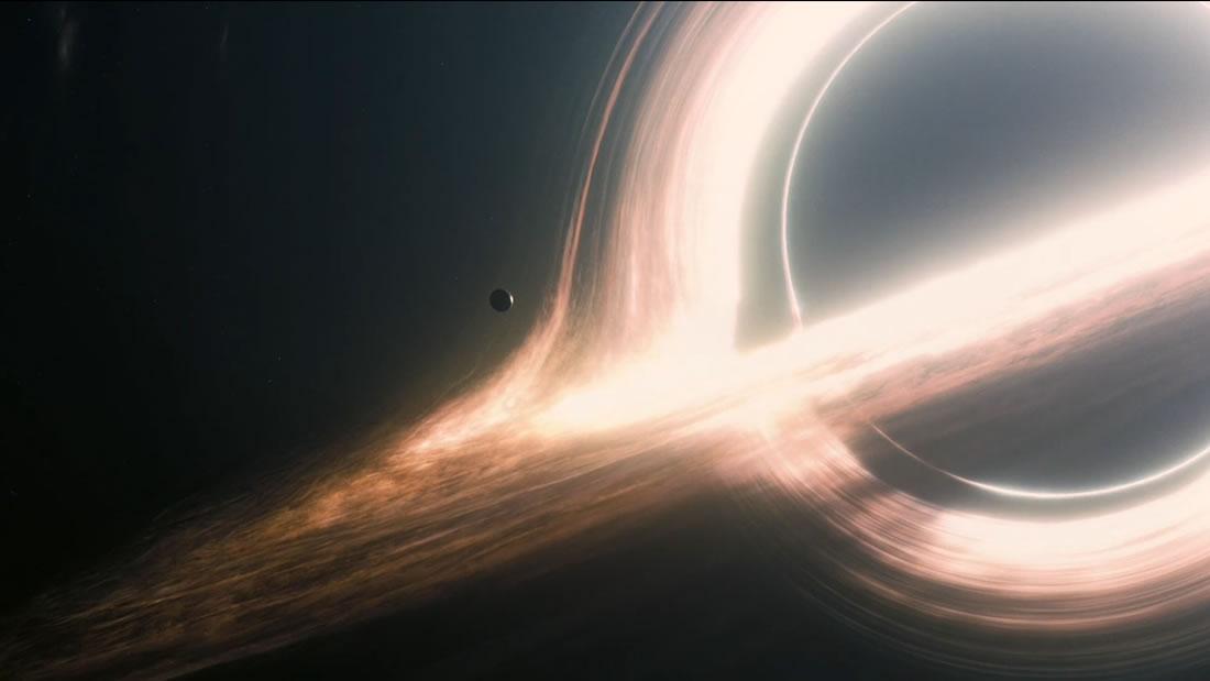 Detectan materia del tamaño de nuestro planeta cayendo en un agujero negro