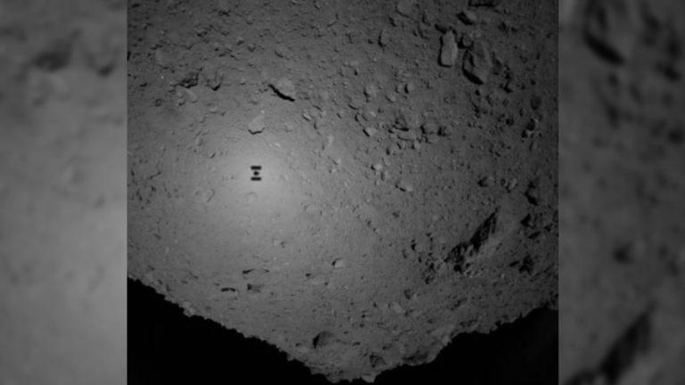 Dos pequeños robots aterrizan en el asteroide Ryugu