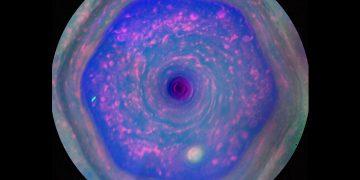 El extraño vórtice hexagonal de Saturno se vuelve más raro