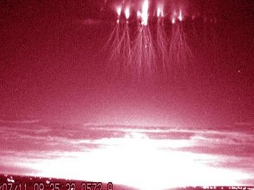 Estudio revela por qué ocurren estos destellos «alienígenas» durante las tormentas eléctricas