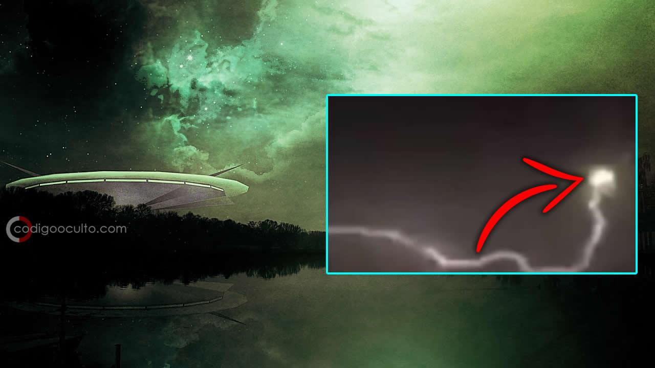 ¿Fue un OVNI alcanzado por un rayo en Hungría?