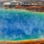 Géiser lanza rocas calientes y obliga al cierre parcial de Yellowstone