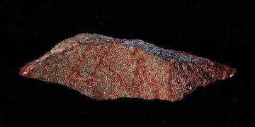 Hallan el dibujo más antiguo de la historia humana en una cueva de Sudáfrica