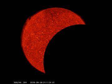 La Luna eclipsa dos veces al Sol en pocas horas (Vídeo)