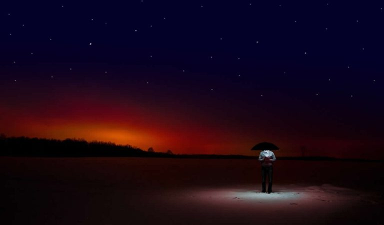 Misterioso «OVNI» rectangular es fotografiado en Carolina del Norte