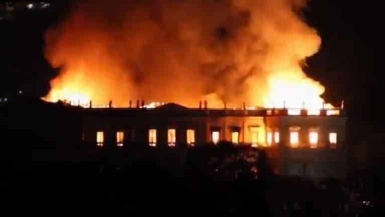 Museo Nacional de Brasil de 200 años es destruido totalmente por un incendio