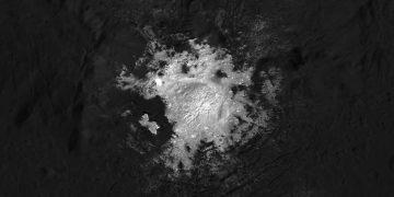 Observan de cerca uno de los misteriosos puntos brillantes de Ceres