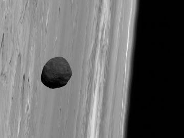 Una de las lunas de Marte puede haber nacido de un violento impacto
