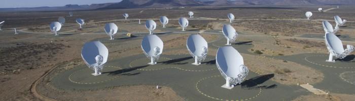 Vista panorámica del radiotelescopio MeerKAT