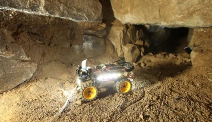 Robot explorador en un pasadizo subterráneo