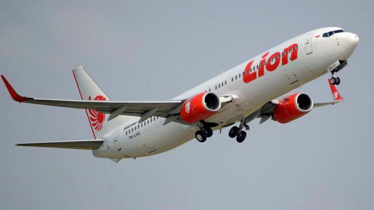 Avión se estrella en mar de Indonesia con 188 pasajeros a bordo