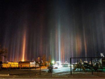 Fotógrafo capta «pilares de luz» de apariencia alienígena flotando en el cielo