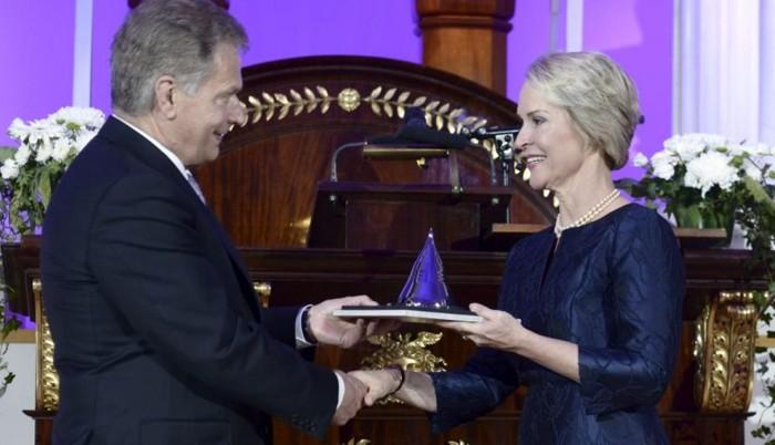 Frances Arnold recibiendo el Premio Nobel de Química 2018