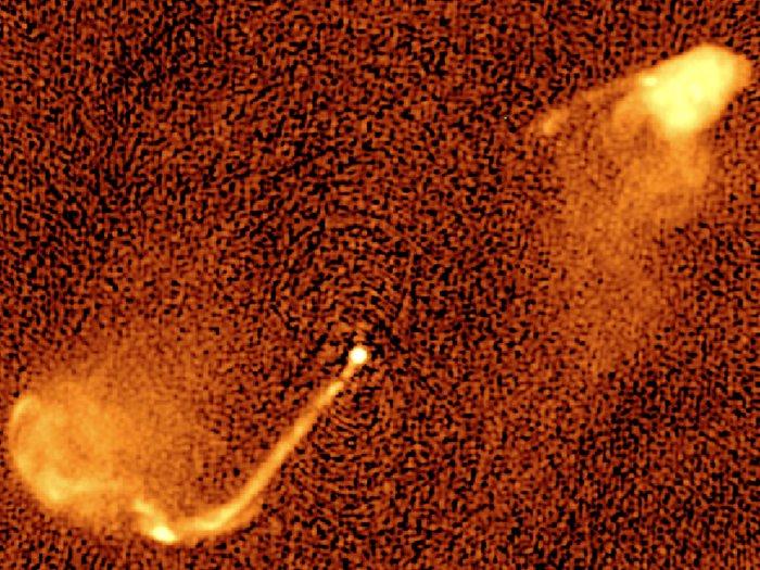 Mapa de radio de un jet o chorros causado por la fusión de agujeros negros
