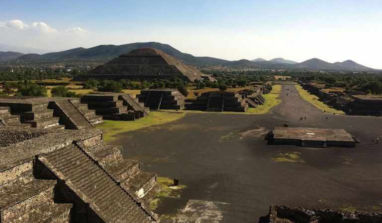 Hallan una cámara subterránea y un «pasaje al inframundo» en la Pirámide de la Luna en Teotihuacán