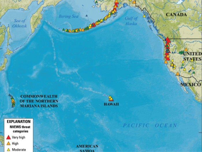 Este mapa muestra los volcanes y sus niveles de riesgo
