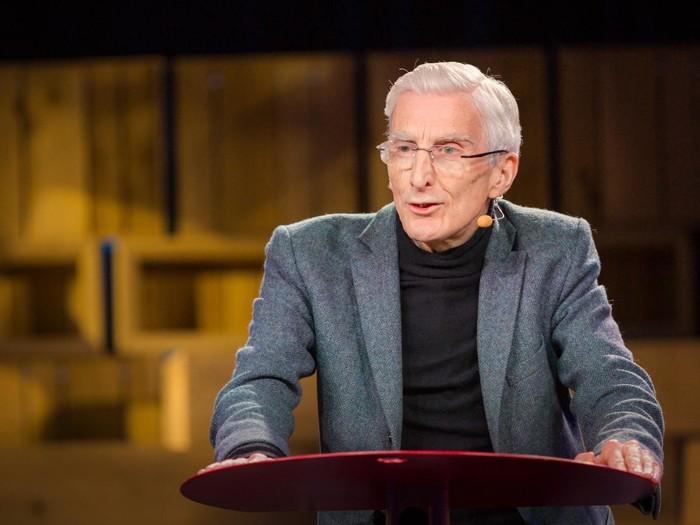 Martin Ress, cosmólogo británico