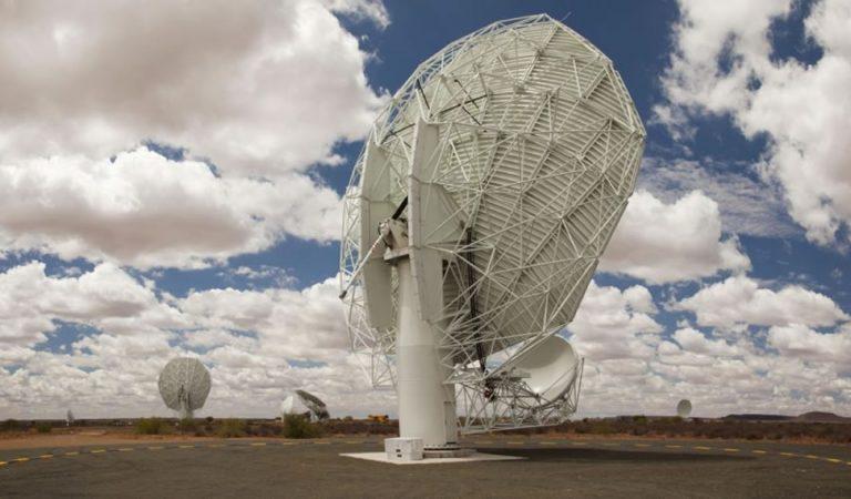 MeerKAT: El radiotelescopio más grande del mundo inicia la búsqueda de vida extraterrestre