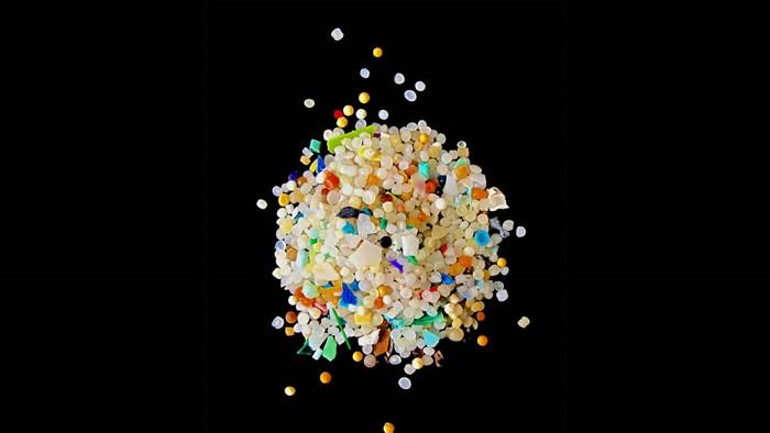 Los fragmentos microscópicos de plástico (o microplásticos) son piezas de plástico de menos de 5 mm de diámetro y son un contaminante marino global
