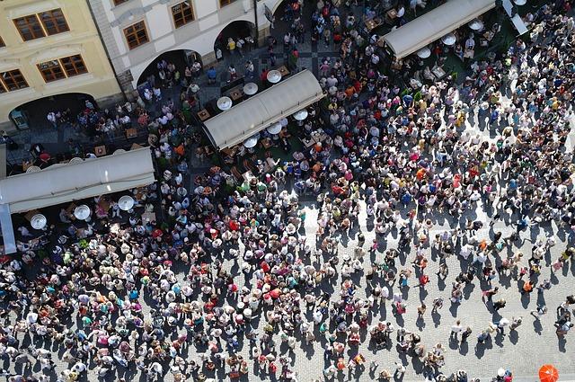 David Attenborough dijo que a largo plazo, el crecimiento de la población tiene que llegar a su fin