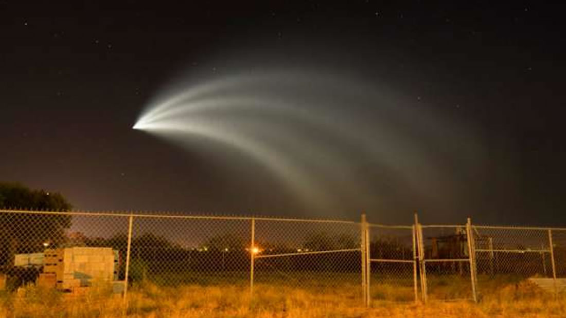 Un cohete de SpaceX ilumina el cielo del noroeste de México