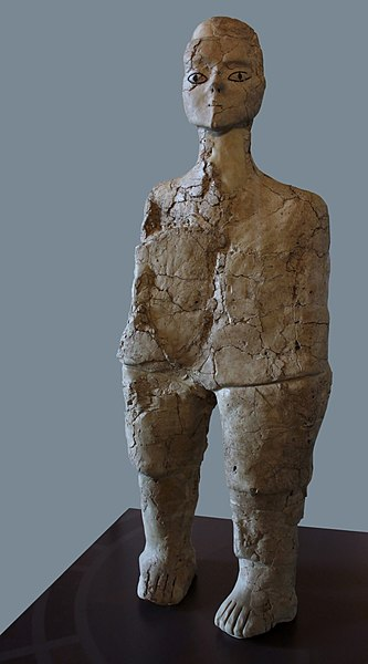 Estatua de Ain Ghazal en el Museo del Louvre