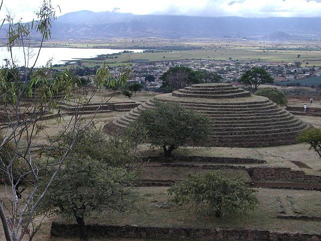 Otra vista del Sitio 2, Pirámide circular de la Iguana