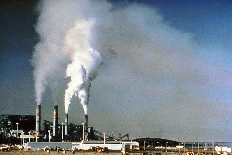 Las chimeneas industriales están entre las principales causas del exceso en la emisión de gases de efecto invernadero