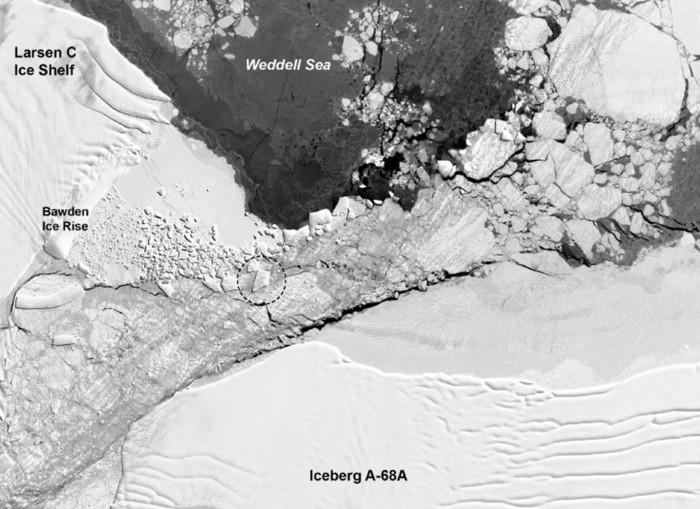 Este iceberg cuadrado cruza a través de aguas peligrosas cerca de Bawden Ice Rise en la Antártida en octubre de 2018
