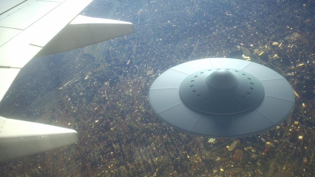Reportan avistamiento de OVNIs en simultáneo por pilotos de avión en Irlanda
