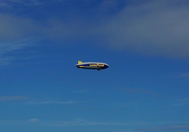 Uno de los espectadores dijo que podría tratarse de un dirigible de Goodyear, sin embargo otros negaron esta posibilidad
