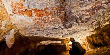 Hallan arte rupestre de 40.000 años en remotas montañas de Indonesia