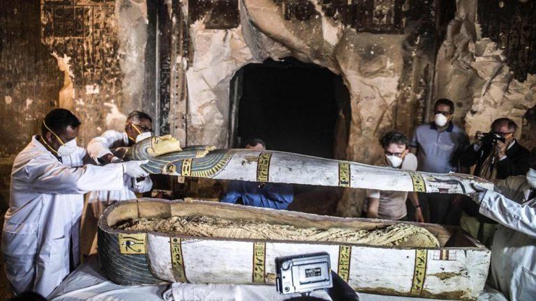 Hallan momias muy bien preservadas en una de las tumbas más grandes de Egipto