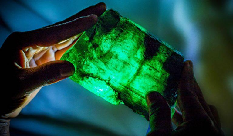 Hallan una de las esmeraldas más grandes encontradas, en una mina de Zambia