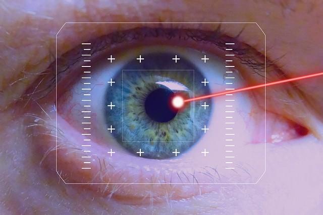 El dispositivo láser podría causar problemas de seguridad, especialmente en la vista si es que el rayo es observado directamente