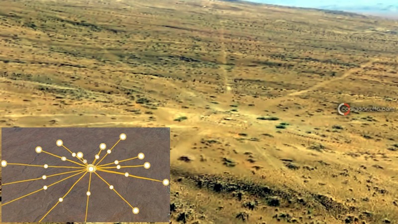 Fotografía del posible mapa estelar tomada desde un drone. A la izquierda se puede ver una representación más detallada del mapa