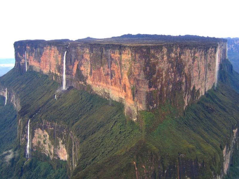 Monte Roraima con sus diversas cascadas