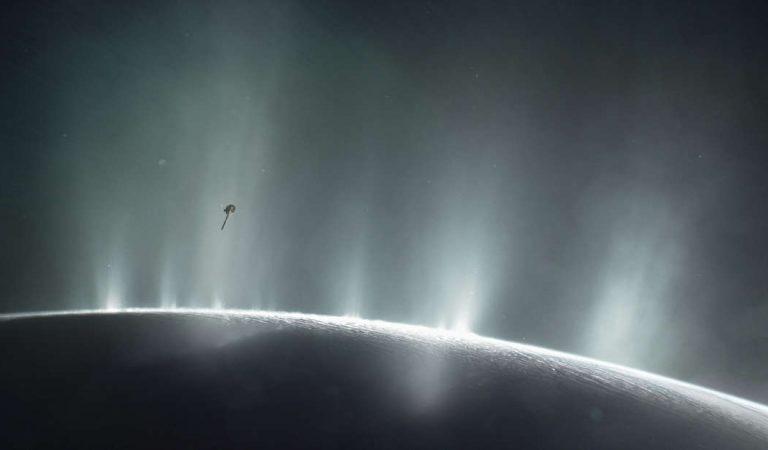 NASA junto a compañía privada están buscando vida en Encélado, luna de Saturno