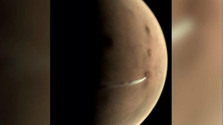 Nube de 1.500 kilómetros sobre volcán en Marte permanece por varios meses sobre el planeta
